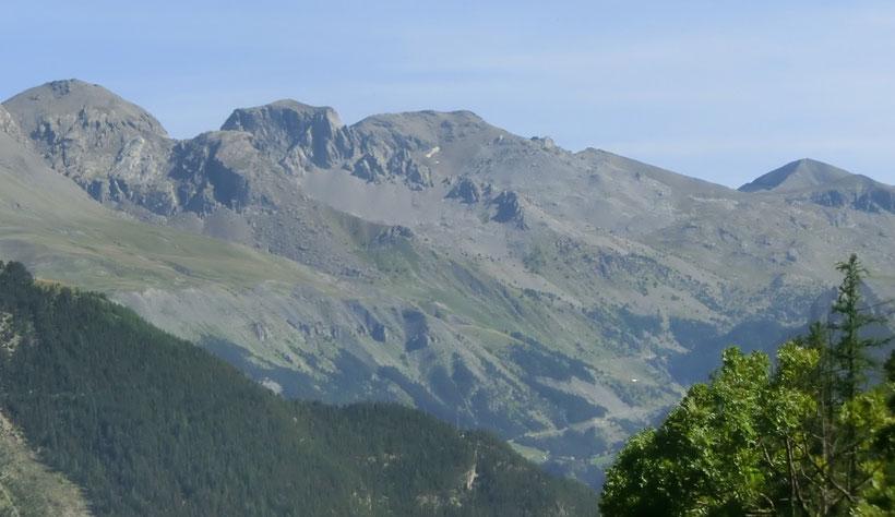Massif de Restefond, à droite le Col de Restefond et la Cime de la Bonette