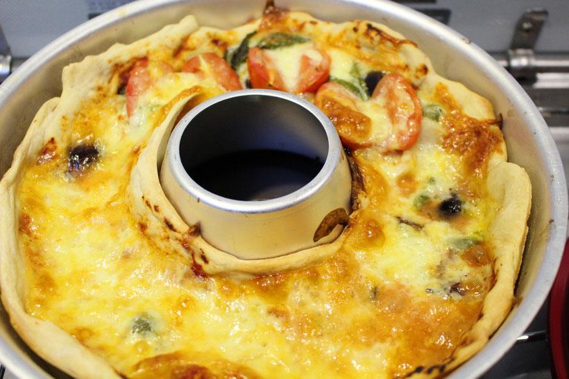 Pizza backen im Omnia Backofen