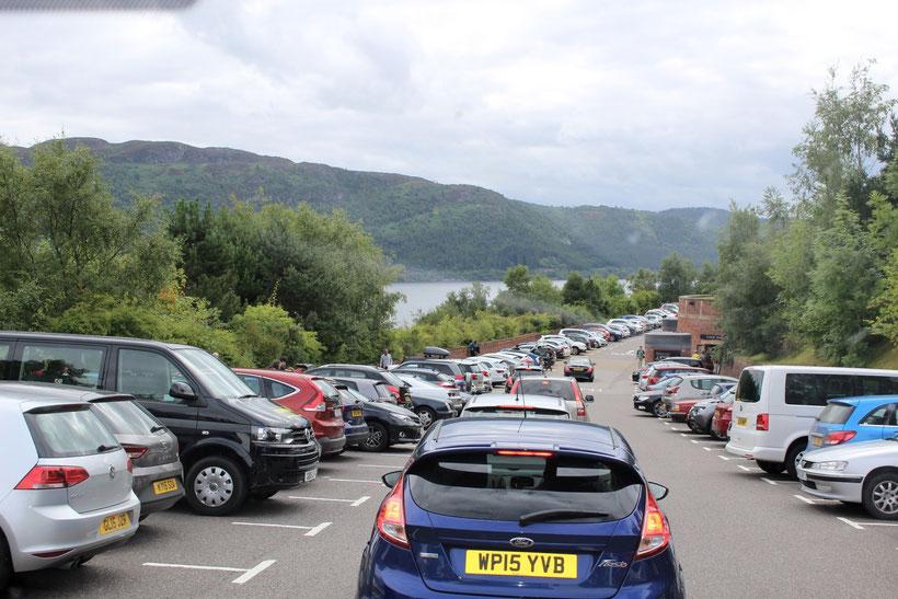 Wer findet einen Parkplatz für die Villa? Urquhart Castle, Loch Ness