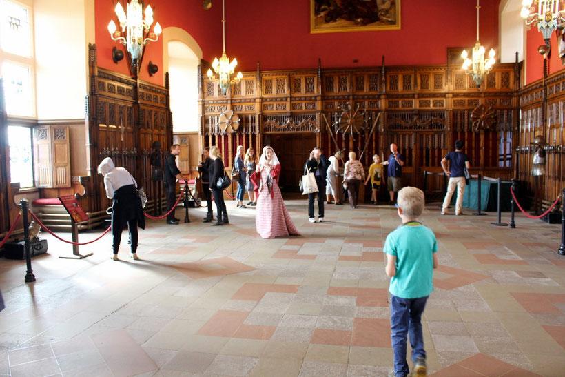 Great Hall, Edinburgh Castle. 1440 wurde dem Grafen von Douglas und seinem Bruder der Kopf eines schwarzen Bullen auf einem Silbertablett serviert. Ein Zeichen für die baldige Hinrichtung.