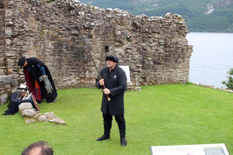 Schwarzer britischer Humor. Eine Einführung in den Umgang mit schottischen Stich- und Schlagwaffen