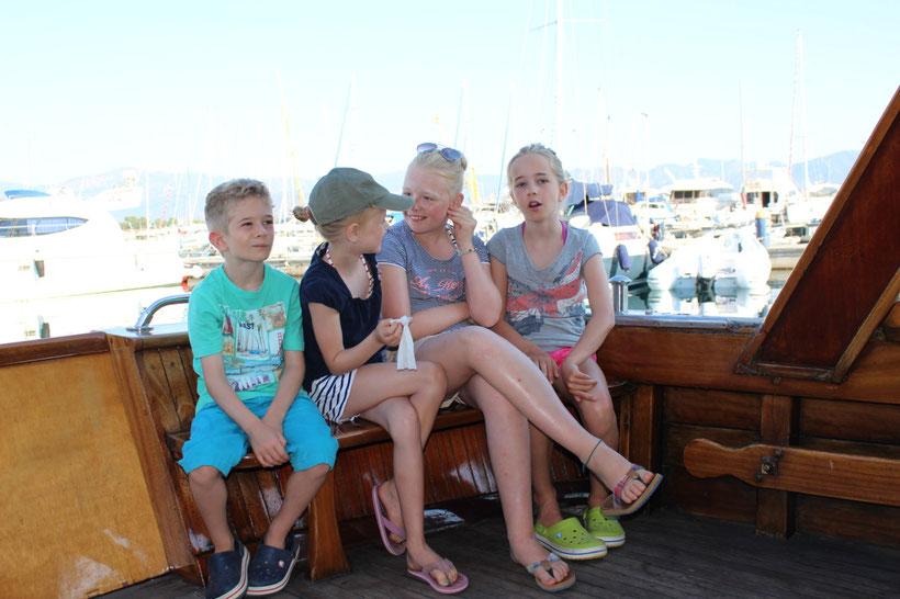Unsere vier Leichtmatrosen auf großer Fahrt