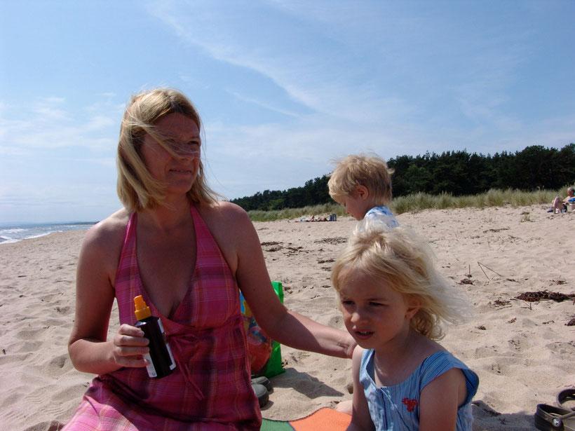 Wir erreichen Ahus und verbringen 15km südlich am Strand noch einige Stunden am Meer
