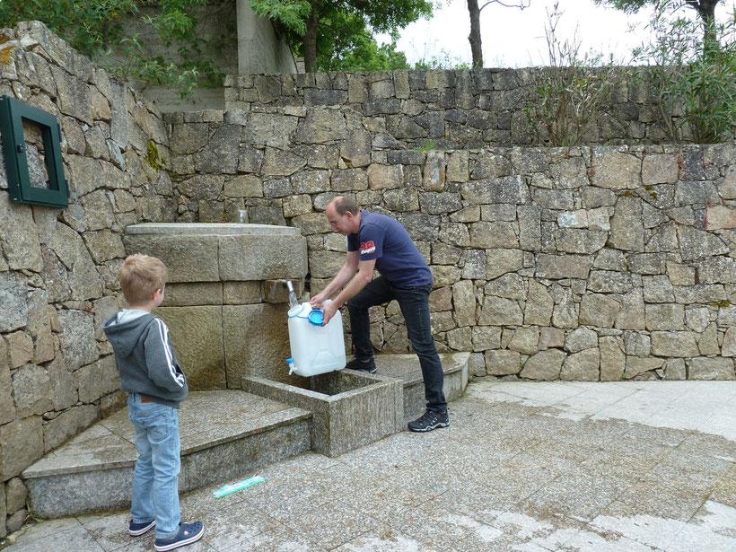 Wasser für den Tank der Villa