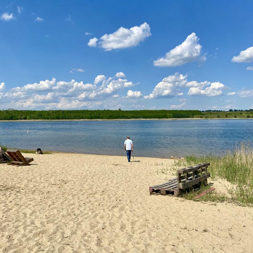 Der Gremminer See macht Ferropolis zur Halbinsel. Im Tagebau Golpa-Nord versank der gleichnamige Ort bei Gräfenhainichen