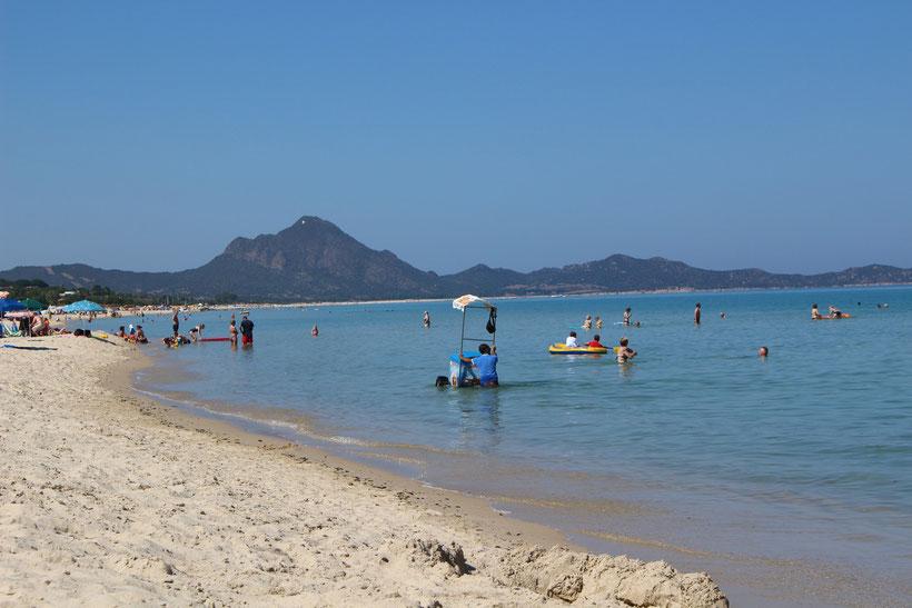 Granita-Verkäufer mit schwimmendem Stand an der Costa Fei