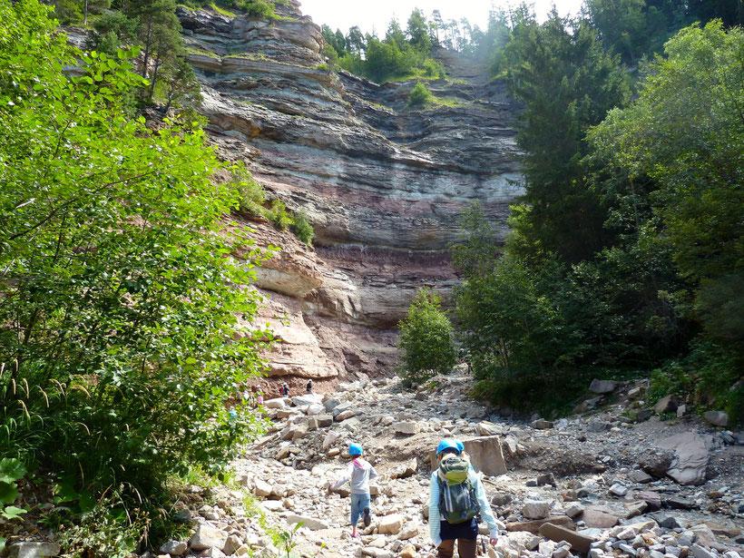 Naturstein in aller Farben und Größen. Im Canyon Bletterbachschlucht