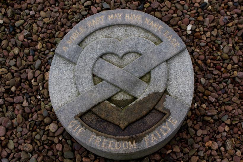 Das Herz von König Robert the Bruce wurde nach dem Fund des Behältnisses 1996 im Jahr 1998 beigesetzt