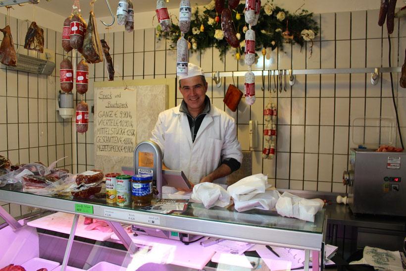 Einkaufen in der Metzgerei Gruber, Kurtatsch