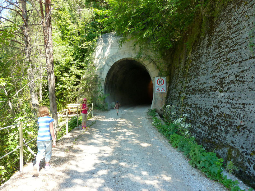 Wander-Tunnel an der Fleimstalbahn