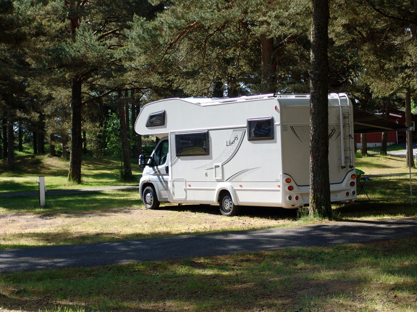 Unser Stellplatz auf dem Campingplatz. Es ist Vorsaison und wir haben viel Platz!