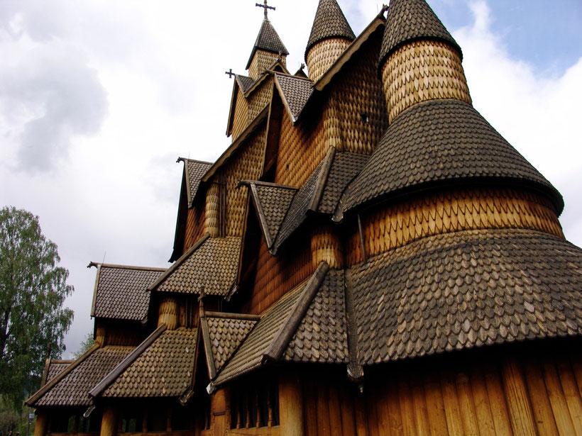 Die Grundkonstruktion der Kirche wurde im Jahr 825 -975 gebaut