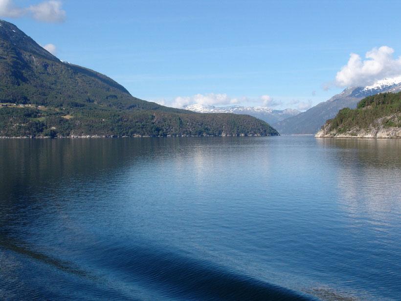 In der Gegend um Lofthus - Hordaland. Wir überqueren das Eidfjord auf dem Weg nach Bergen