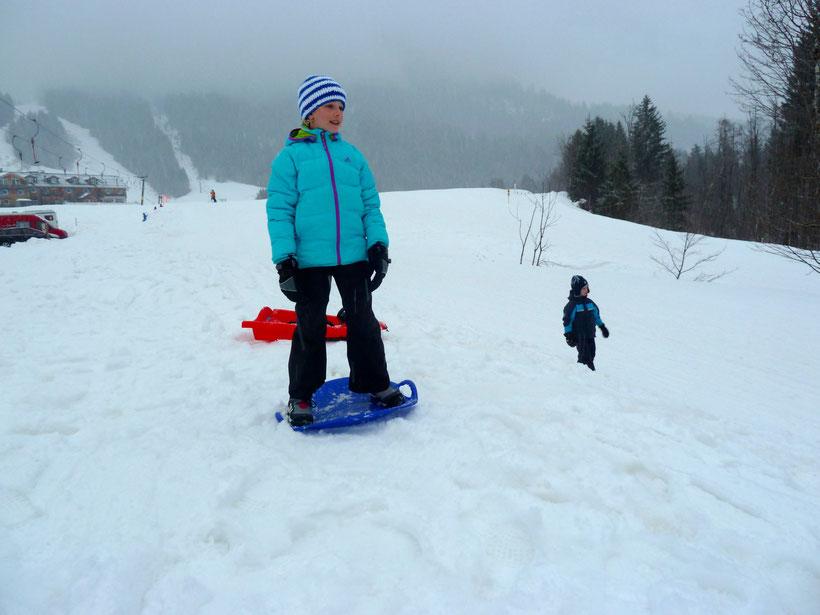 Snowboarden mit dem Tellerschlitten
