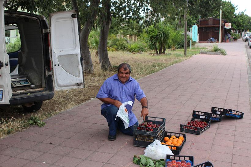 Frische Kirschen aus dem Landwirtschaftsstädtchen Bari Sardo