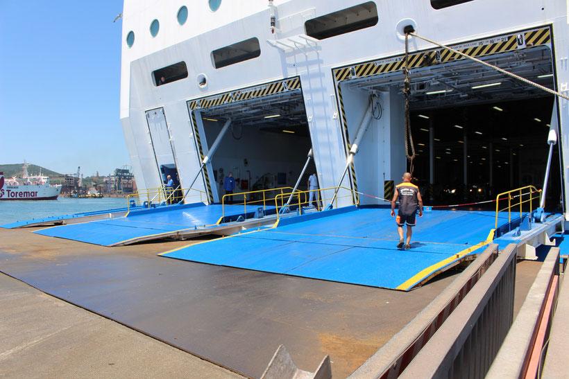 Riesengarage der Moby-Lines. Von Piombino nach Olbia, Sardinien