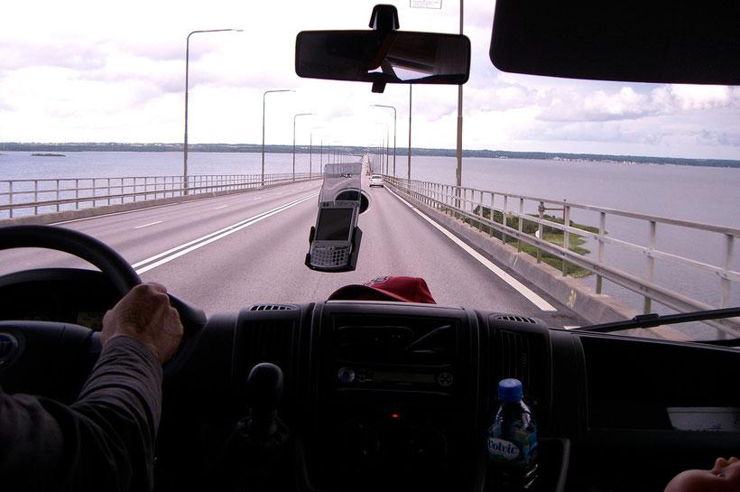 Die Überfahrt auf der längsten Brücke von Europa ist eigentlich kein Problem, sofern man(n) keine Höhenangst hat