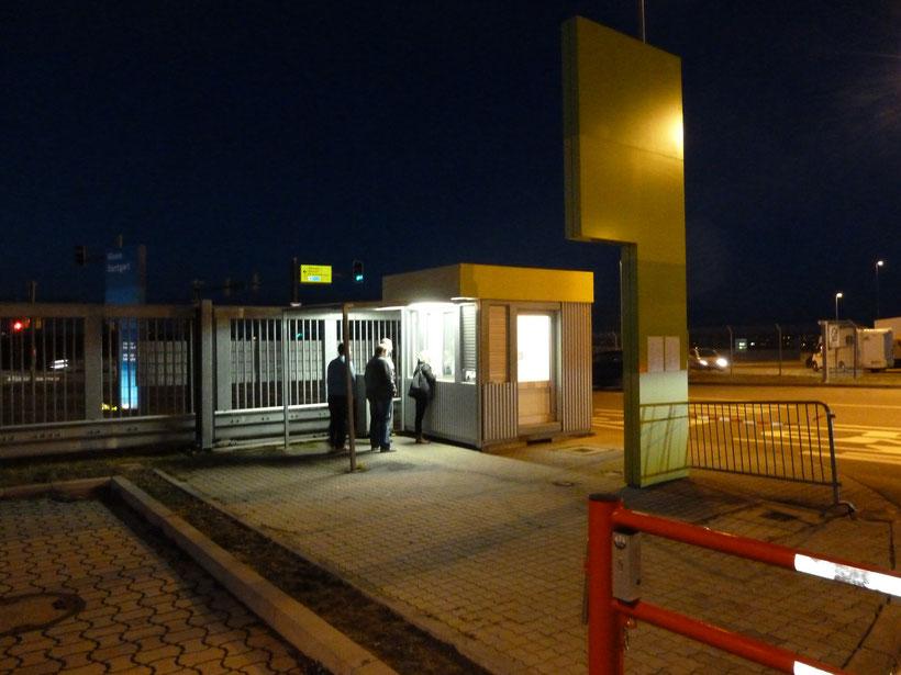 Rezeption. Der Stellplatz an der Messe kostet pro Nacht 20 Euro, Strom inkl.