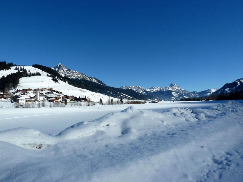 Winterspaziergang in Zöblen