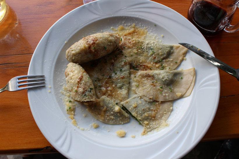 Bis: Schlutzkrapfen mit Spinat, Käsnocken, braune Butter und Parmesan