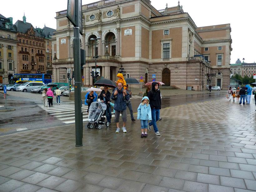Stockholm-Sightseeing im Regen. Die Stimmung war durchaus schon besser!