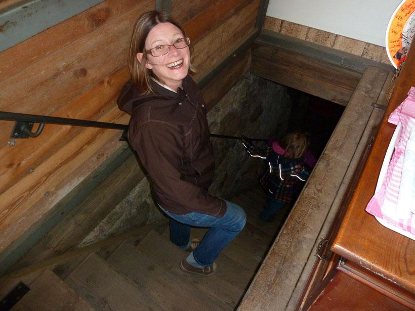 Buschenschank. Treppe in den Weinkeller