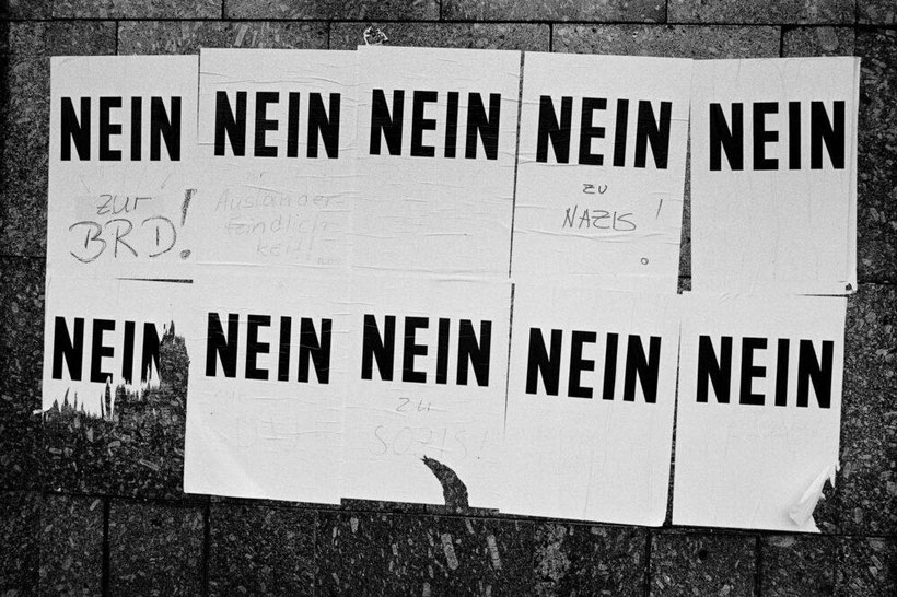 Plakate in Leipzig, März 1990 Foto: Andreas Rost