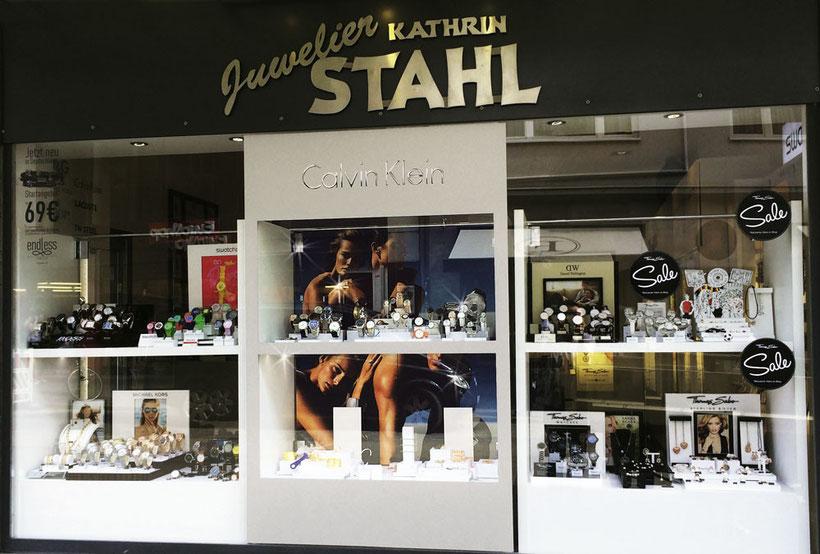 Schaufenster-Folierung bei Juwelier Stahl in Würzburg