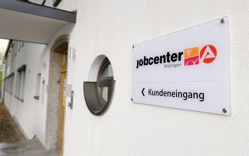 Hochwertiges Außenschild, Acrylglasschild, Firmenschild mit Edelstahl-Wandhalter, Werbetechnik Kitzingen
