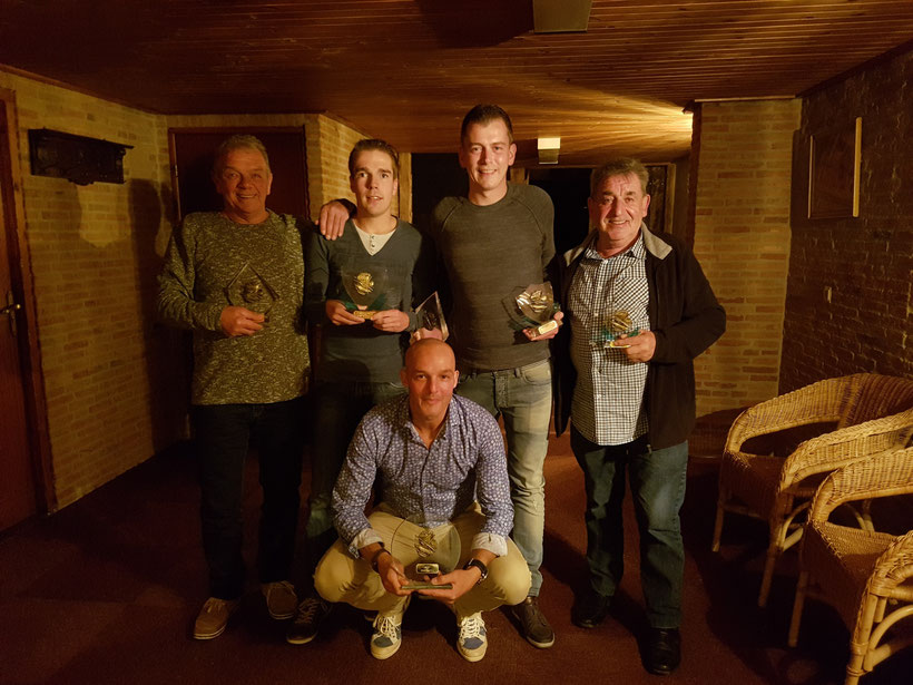 De kampioenen van 2017. Staand vlnr. Jack de Graauw (Woensdag- en Pickerkampioen), Robin van Genk (Clubkampioen), Dennis van Aert (Zunderts Kampioen en 2e Club), Kees van Nispen (3e Club) en zittend Roland Jacobs (Koning)