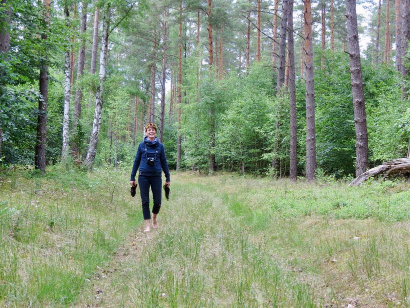 Urlaub im Wald, Barfuß-Laufen,