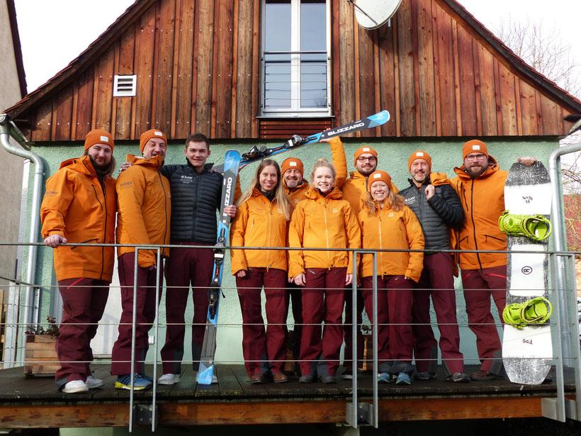 24.12.2019 Übergabe der neuen Ski und Snowboardanzüge