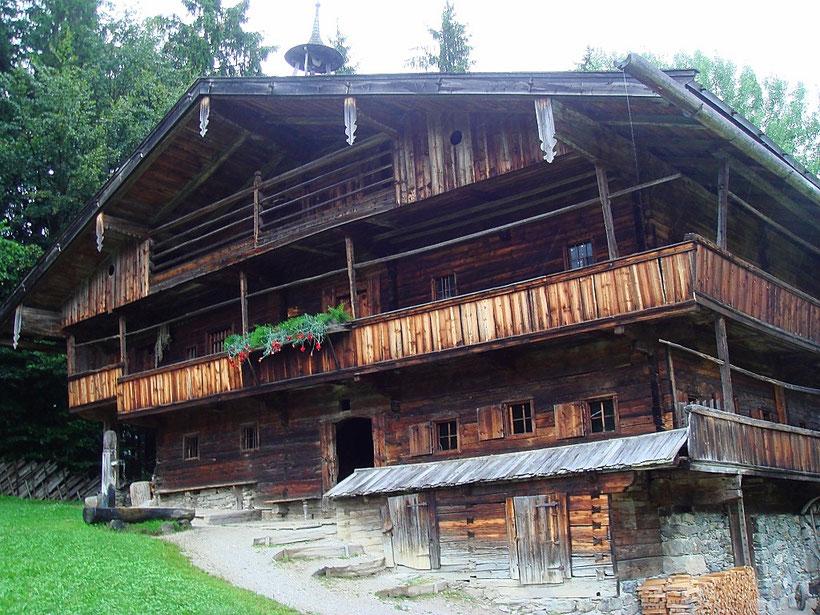 Hackler Hof aus dem Alpbachtal im Museum Tiroler Bauernhöfe