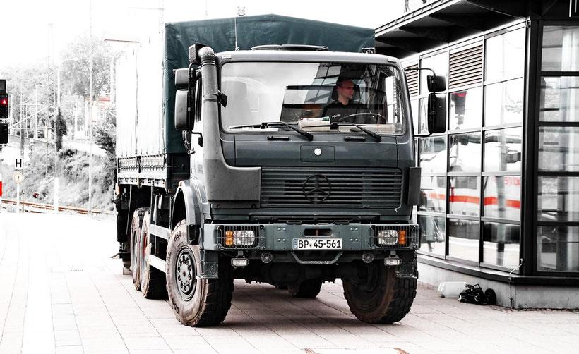 Dieser Bundespolizei-Dreiachser ist ein Allradwagen der NG-Baureihe und war in größerer Zahl im Einsatz. (Mannheim 2013)