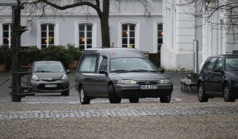 Der letzte Wagen ist immer ein Kombi. Saarbrücker Schloss. Saarland, Saar, Saar-Nostalgie