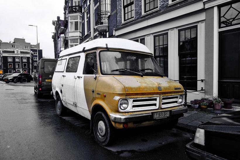 Bedford war ein Tochterunternehmen des britischen Automobilherstellers Vauxhall Motors, der seinerseits Tochterunternehmen des US-amerikanischen General-Motors-Konzerns war.
