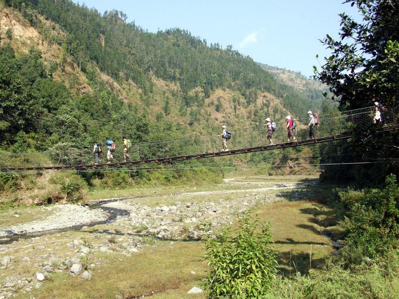 Pont suspendu, tour du Manaslu, Népal