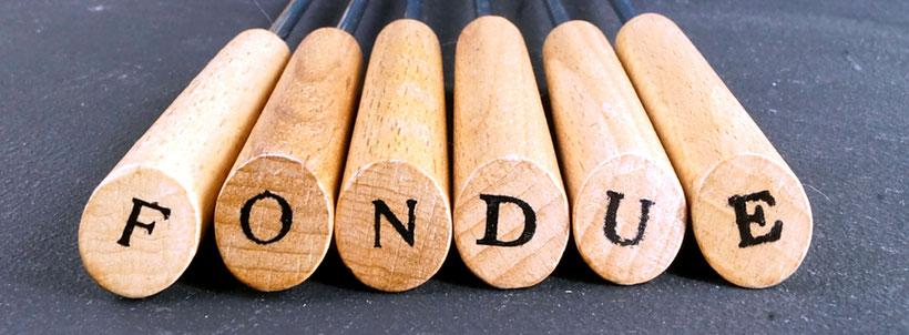 Die Fondue-Gabeln beim Set Natura von kela sind mit den Buchstaben FONDUE gekennzeichnet.