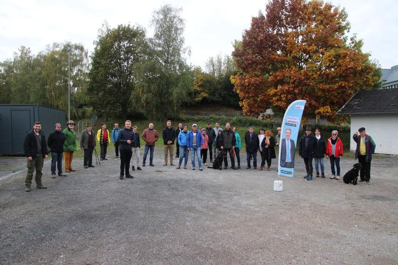 Die Teilnehmer der zweiten Walk&Talk-Tour hatten großen Spaß daran, mit MdL Matthias Lammert (CDU) bei perfektem Wetter und in geselliger Runde von Diez nach Altendiez zu wandern. Bild: CDU Rhein-Lahn