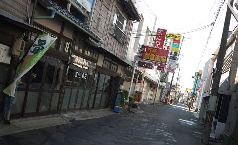 東北最大のソープ街として知られる小名浜。ソープ街は民家ととけあうように渾然一体となって町をかたちづくる。