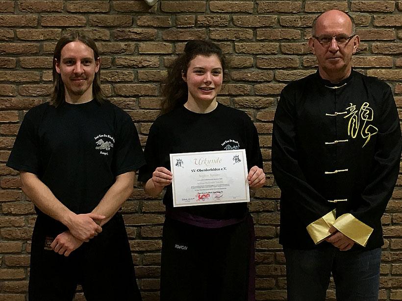 v.l.n.r.: Meister Sascha Wardel, Prüfling Sophie Krause und Meister Peter Schindler - Foto© vg-medien