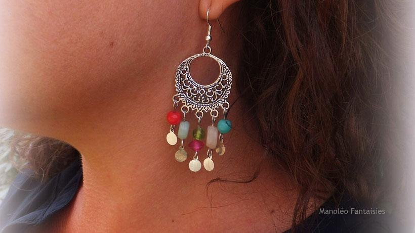 Boucles d'oreilles KLELIA, boho chic, perles verre artisanales et sequins argentés ethnique couleur oriental