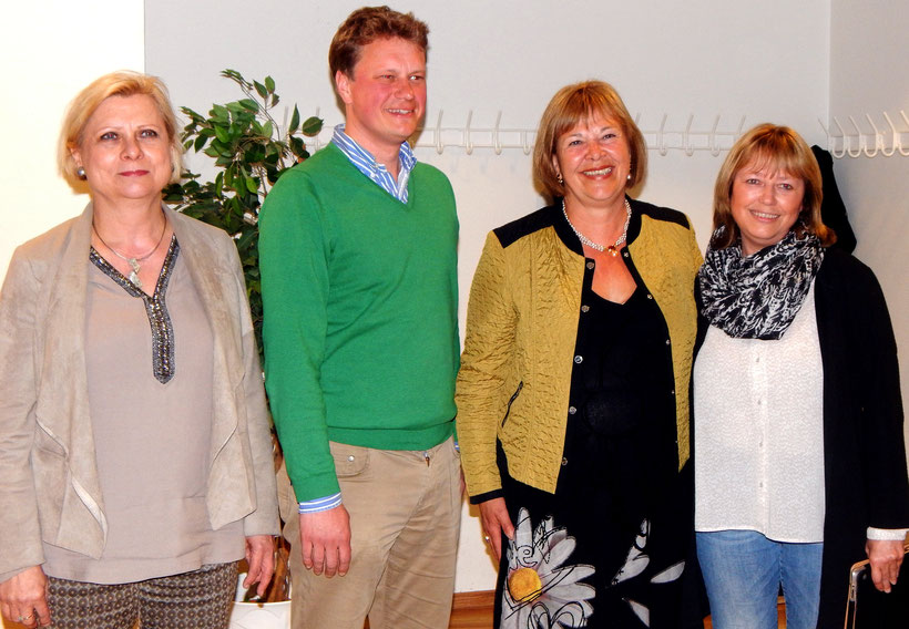 Foto: 22.04.2016 in der Asklepios Klinik Bad Schwartau: Veranstaltung von Bettina Hagedorn mit SPD-Fachfrau Hilde Mattheis  (rechts) mit Bürgermeister Dr. Uwe Brinkemann und MdL Sandra Redmann (links). (Foto: L. Winter)