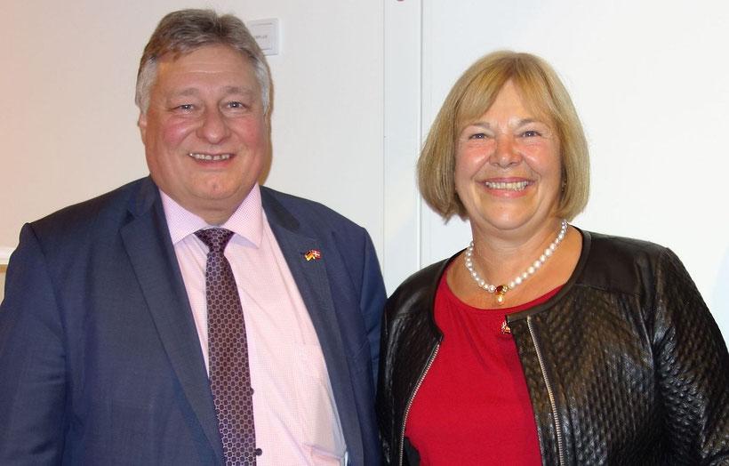 Bundesverkehrsausschussvorsitzender und MdB Martin Burkert und MdB Bettina Hagedorn am 3.11.2016 auf Fehmarn nach der Rückkehr der Delegation von Kopenhagen