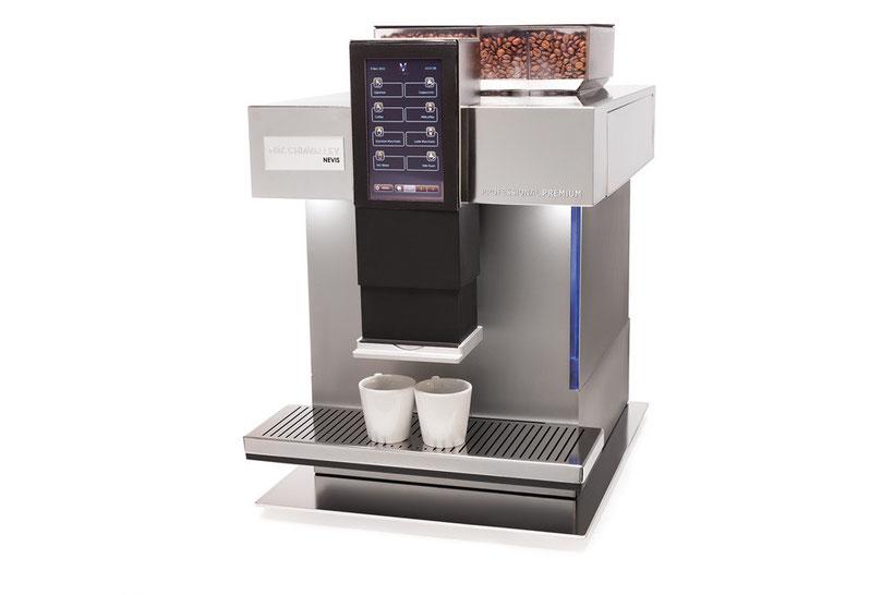 Kaffeekultur aus frischen Bohnen und frischer Milch: Die innovative Nevis der Marke Macchiavalley schafft spielend 80 Kaffeespezialitäten pro Tag.                    Foto: mv-t