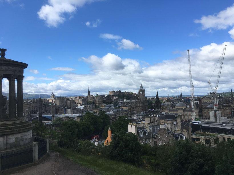 Blick über Edinburgh von Calton Hill