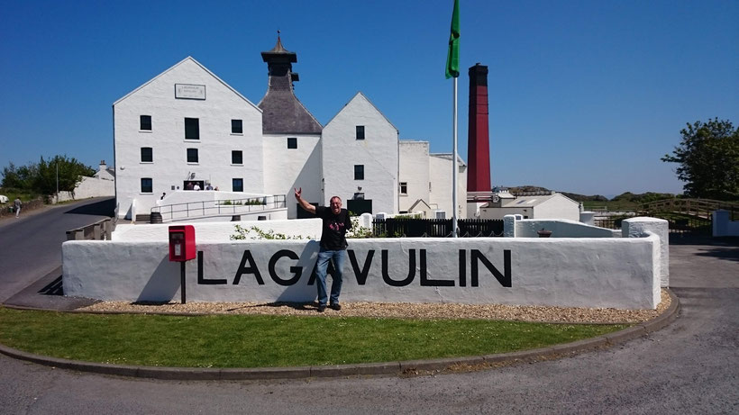 Jürgen in front of Lagavulin Distillery, Isle of Islay