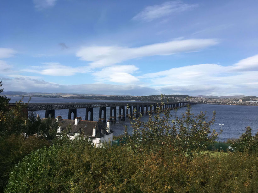 Blick nach Dundee über die Tay Bridge