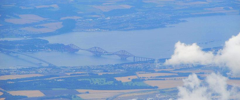 Nur wenige Wolken über dem Firth of Forth