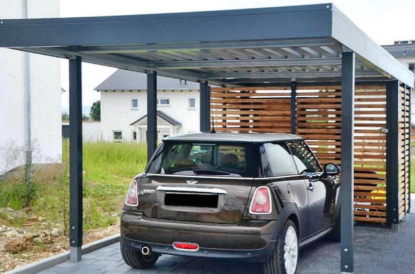 Carport aus Stahl, mit Gerätekammeranbau